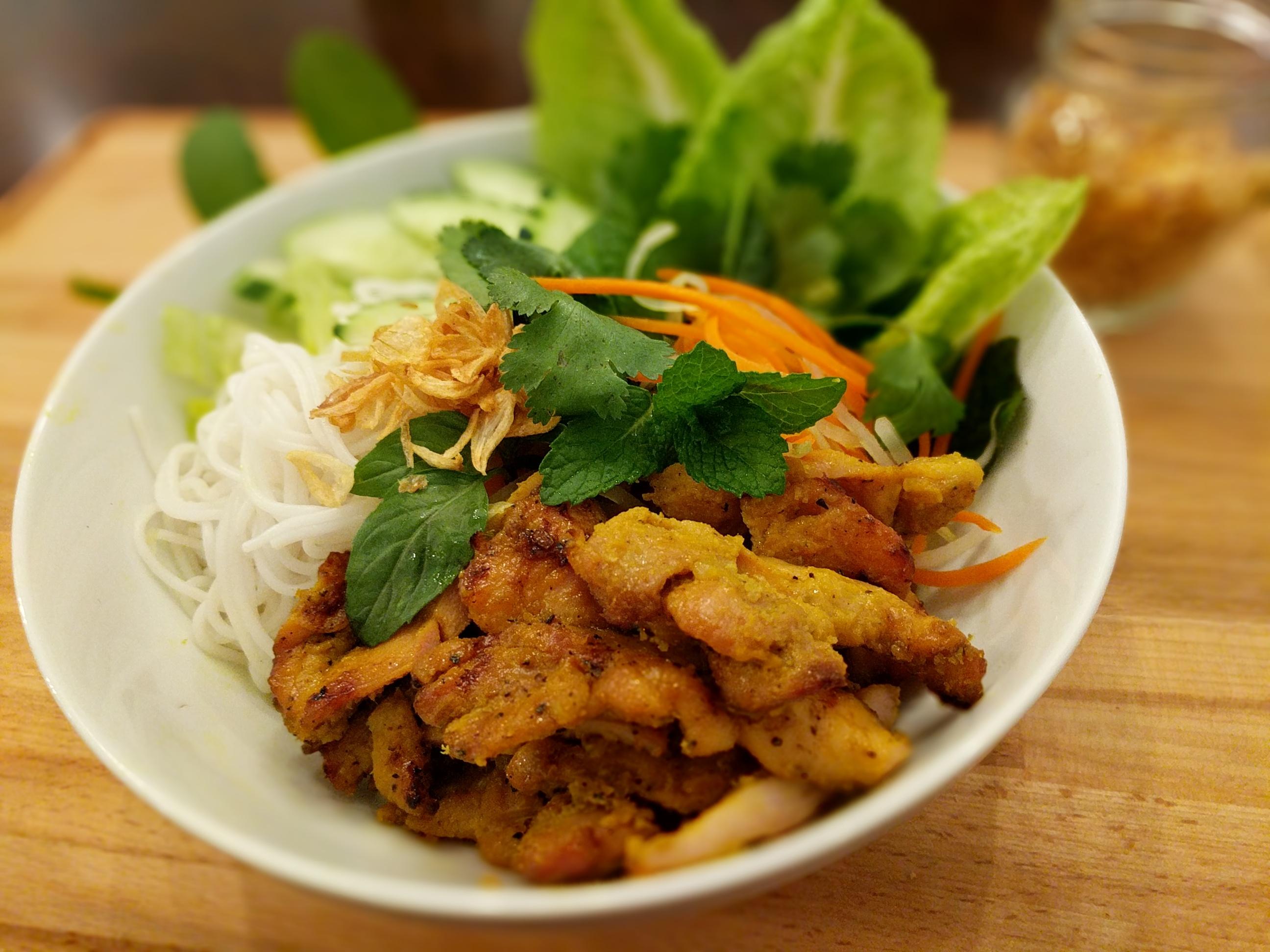 Bun-Mi-Grilled-Chicken-Bowls-002